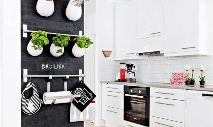 living-5-ways-to-decorate-little-walls-1