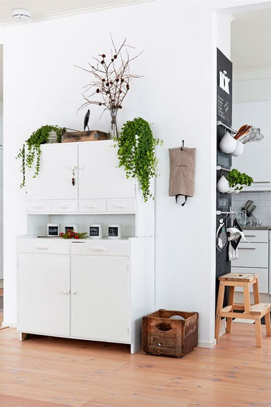 living-5-ways-to-decorate-little-walls-2