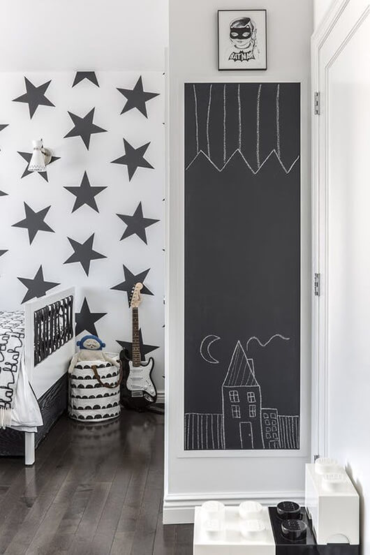 living-5-ways-to-decorate-little-walls-4