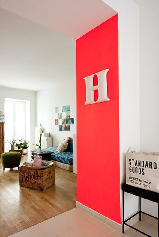 living-5-ways-to-decorate-little-walls-7