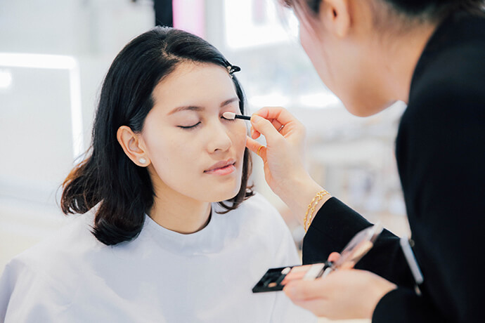 beauty-gentle-woman-makeup-look-for-chinese-new-year-04