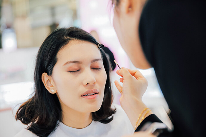 beauty-gentle-woman-makeup-look-for-chinese-new-year-06