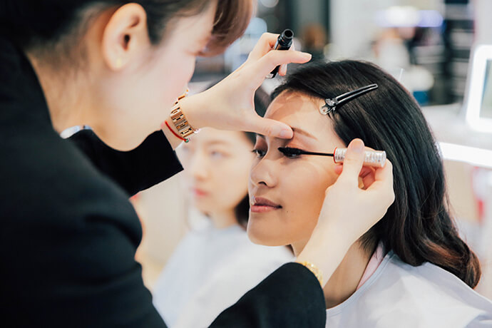 beauty-gentle-woman-makeup-look-for-chinese-new-year-07