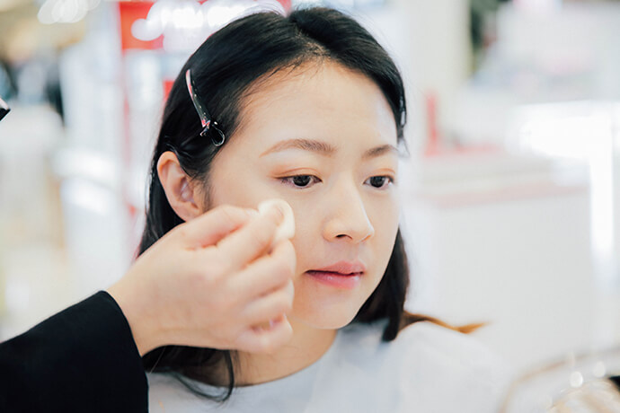 beauty-gentle-woman-makeup-look-for-chinese-new-year-12