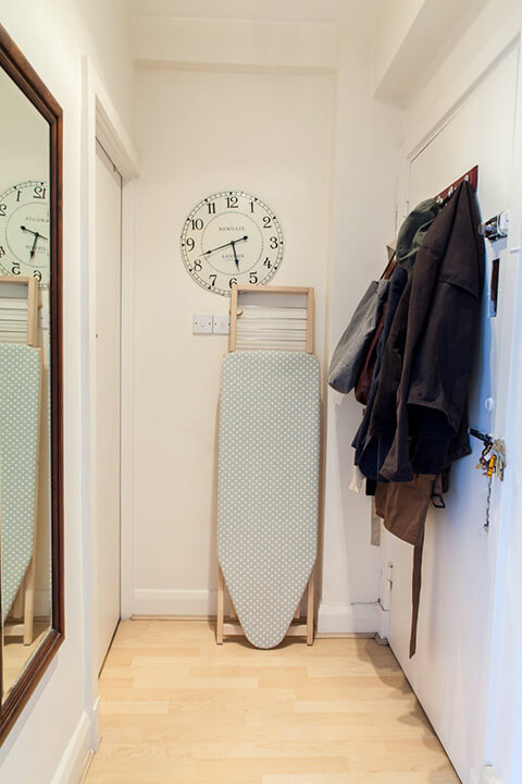 a-tiny-270-square-foot-shared-london-studio-9