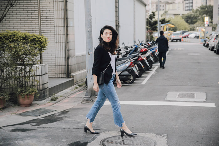 outfit-guide-to-wearing-jeans-at-work-12