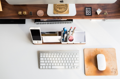 9-things-on-your-work-desk-that-are-making-you-look-unprofessional (1)